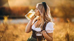 Ein Bier trinken für schöne Haut und Haare