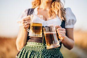 Zwei Biere für die Schönheit